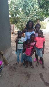 E mit Kindern in Kabanana
